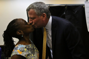 NEW YORK, NY - SEPTEMBER 10: Public Advocate and mayoral candidate Bill de Blasio kisses his wife Chirlane McCray after voting in the New York City mayoral primary on September 10, 2013 (Photo by Spencer Platt/Getty Images)