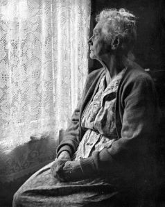 478px-Elderly_Woman_,_B&W_image_by_Chalmers_Butterfield