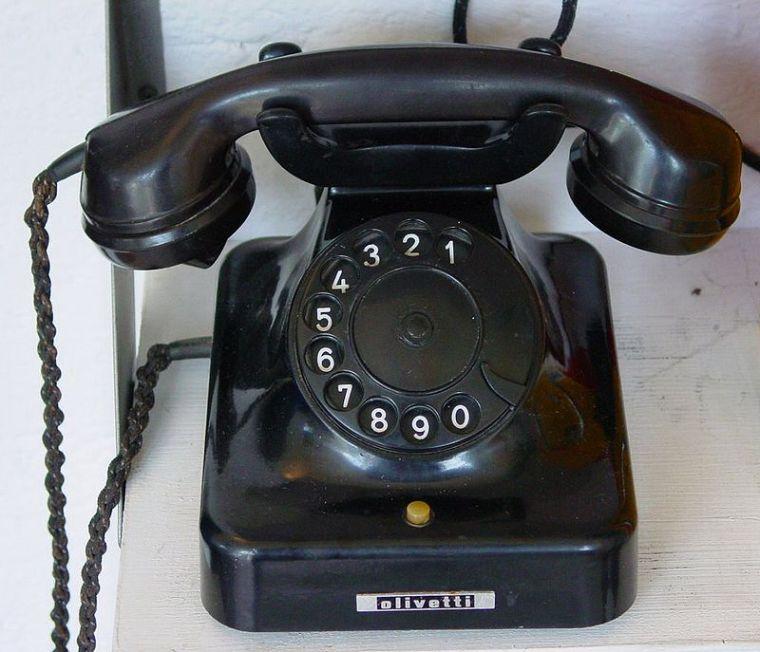 800px-Alt_Telefon